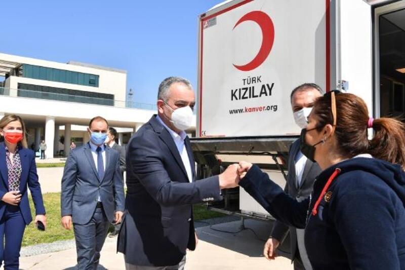 Kızılay'dan Başkan Esen'e 'teşekkür' plaketi