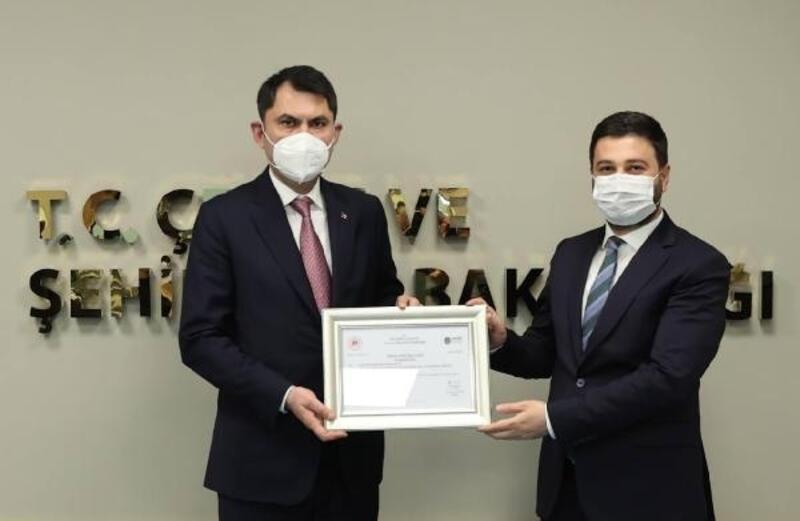 Bakan Kurum, Başkan Öztekin'e 'Sıfır Atık Belgesi' verdi