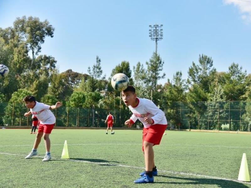 Yüreğir Belediyesi futbol kursları başladı