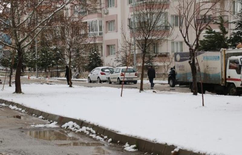 Afyonkarahisar güne karla uyandı