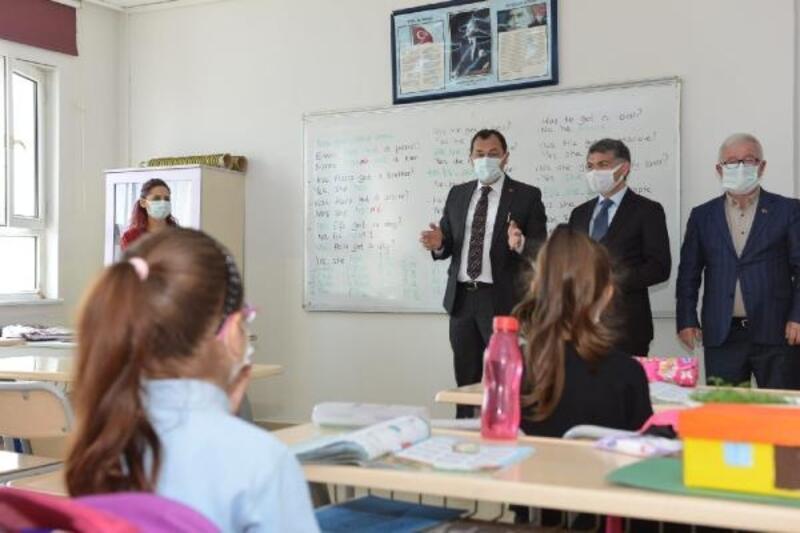 Başkan Yüksel, minik öğrencilerle derse girdi
