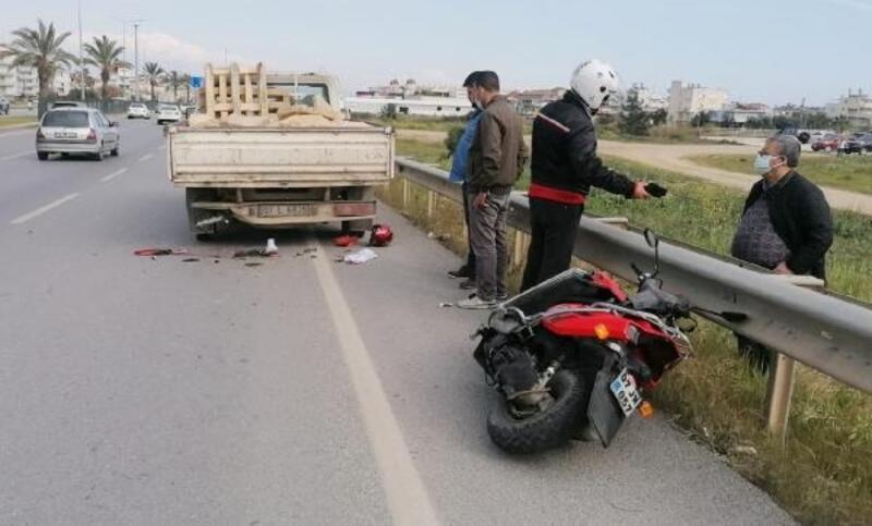 Kamyonete arkadan çarpan motosikletin sürücüsü öldü