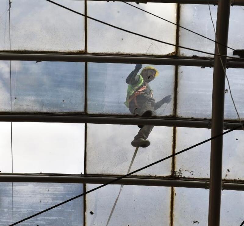 Bursa'da tarihi üç çarşının çatı örtüsü yenileniyor