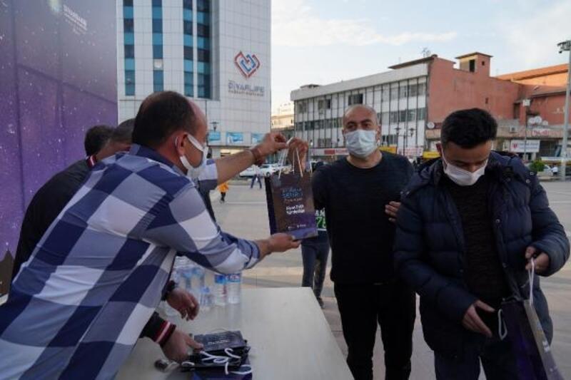 Diyarbakır'da, her gün 3 bin kişiye iftariyelik dağıtılıyor