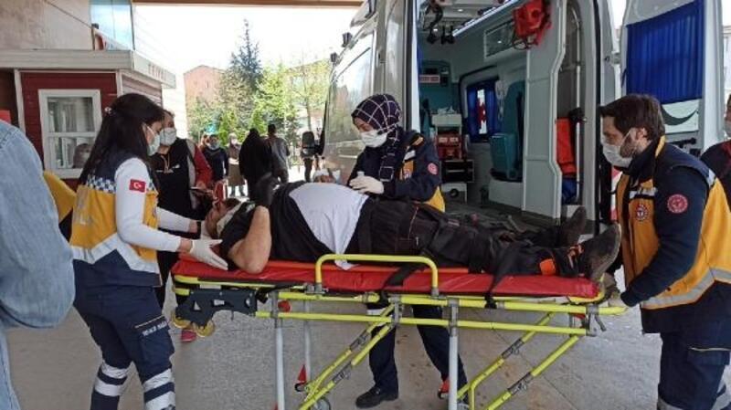 Taşıdığı malzemelerin altında kalan işçi yaralandı