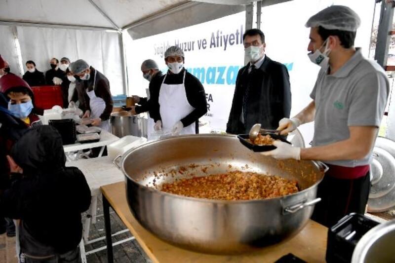 Osmangazi'den 5 noktada sıcak iftarlık dağıtımı