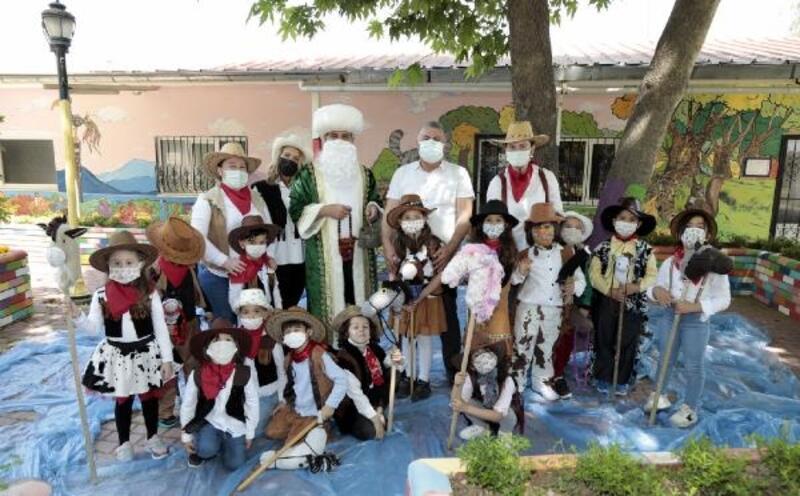 Minikler 23 Nisan'ı masal köyünde kutladı