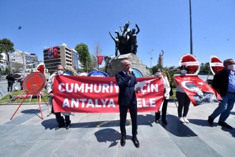 Atatürk Anıtı'na 23 Nisan çelengi