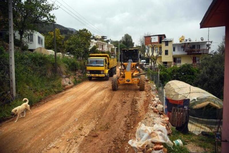 Mahmutlar'da asfalt çalışmaları sürüyor