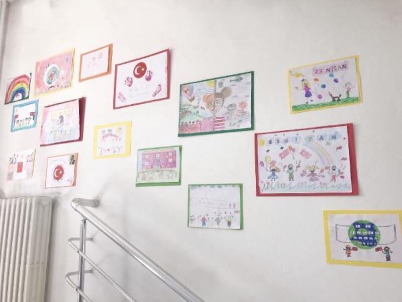 Medaş Genel binası, çocukların resmiyle renklendi