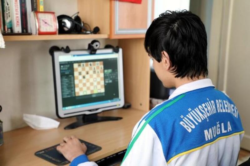 Satranç turnuvasında 4 ülke 28 takım online yarışacak