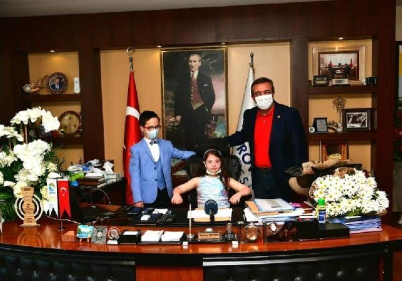 Soner Çetin koltuğunu madalyalı başkanlara bıraktı