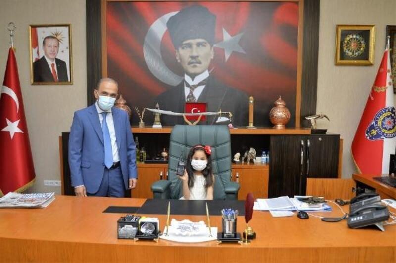 Adana Emniyet Müdürlüğü koltuğuna çocuklar oturdu