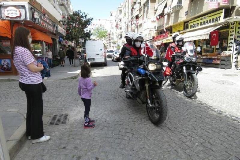 İzmir'de polisten 23 Nisan konvoyu