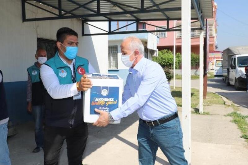 Akdeniz Belediyesi'nden ihtiyaç sahibi ailelere gıda desteği