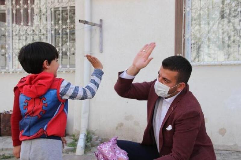 Başkan Aktürk'ten çocuklara '23 Nisan' sürprizi