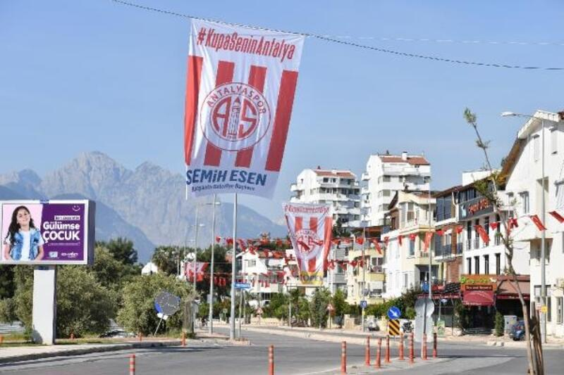 Başkan Esen'den Antalyaspor'a bayrak desteği