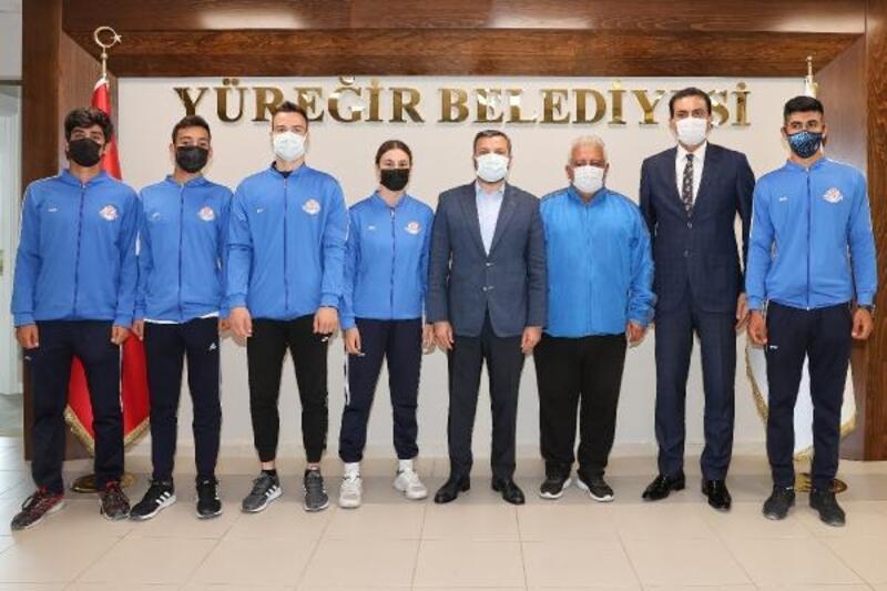 Başarılı sporculardan Başkan Kocaispir'eziyaret