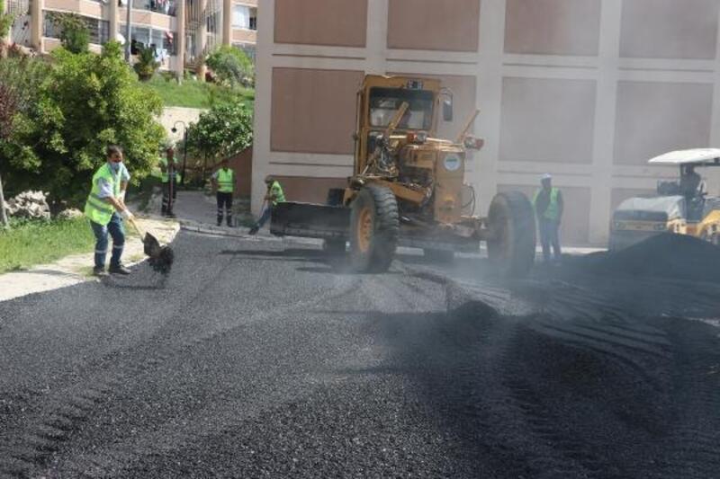 Toroslar'da asfalt ve kaldırım çalışmaları devam ediyor