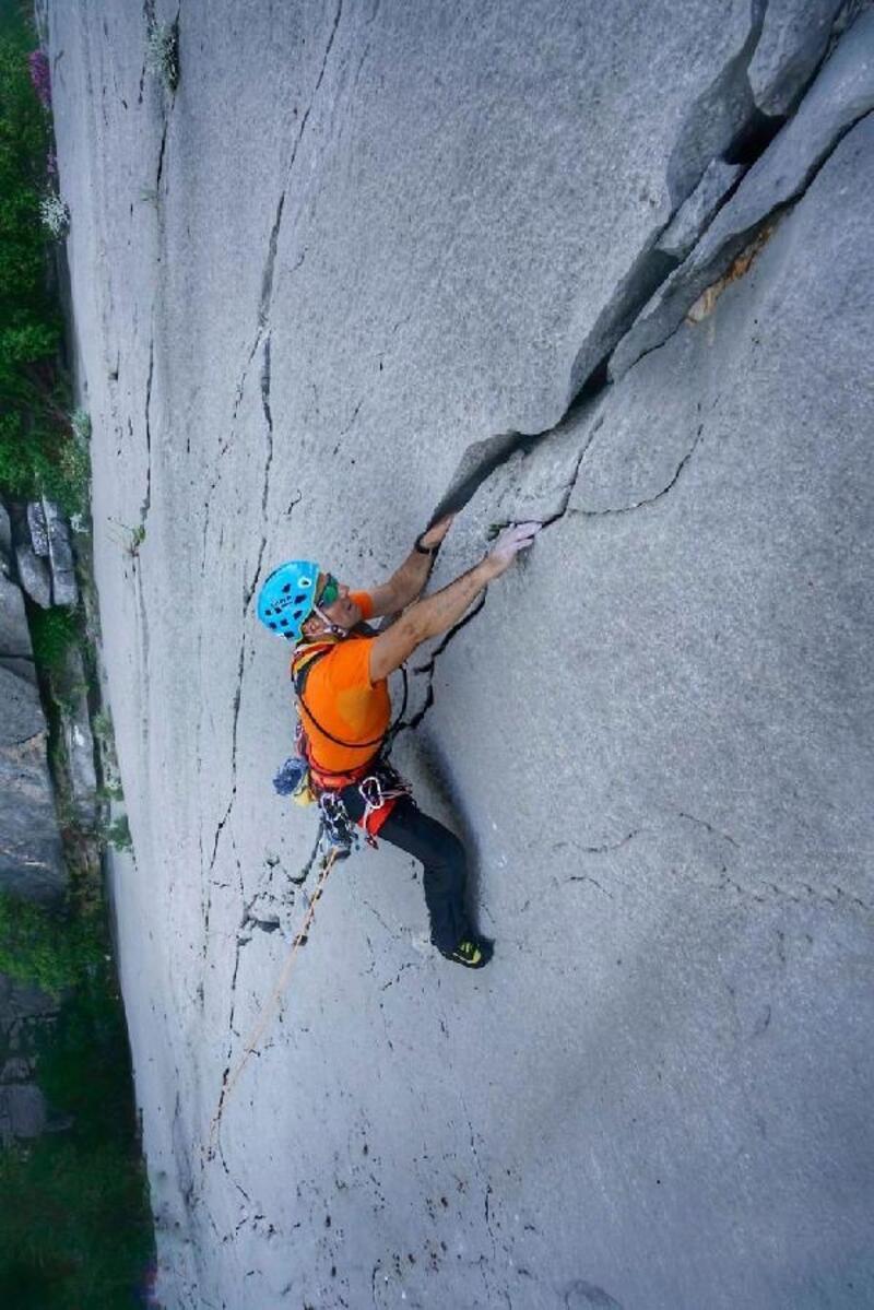 Panik kayasına geleneksel tırmanış