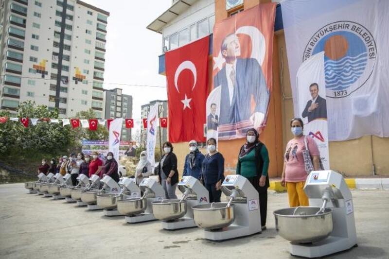 Büyükşehir'den Tarsus'ta 25 mahalleye 25 hamur yoğurma makinesi