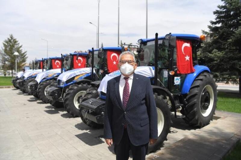 Kayseri'de belediyeden 5 ilçede çiftçilere traktör desteği