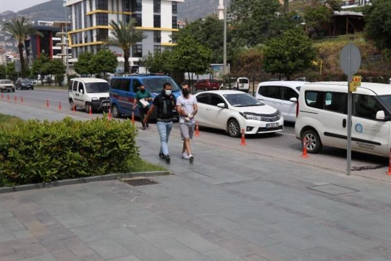 Araçta uyuşturucu ticaretine polis baskını