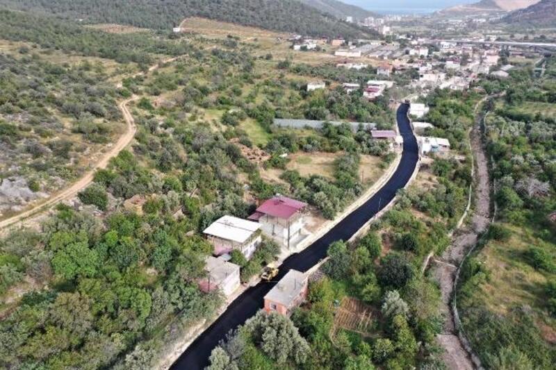 Büyükşehir, Büyükeceli'nin yolunu asfaltladı