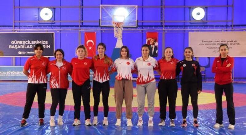 Büyükşehir'in kadın güreşçileri Milli Takım'da