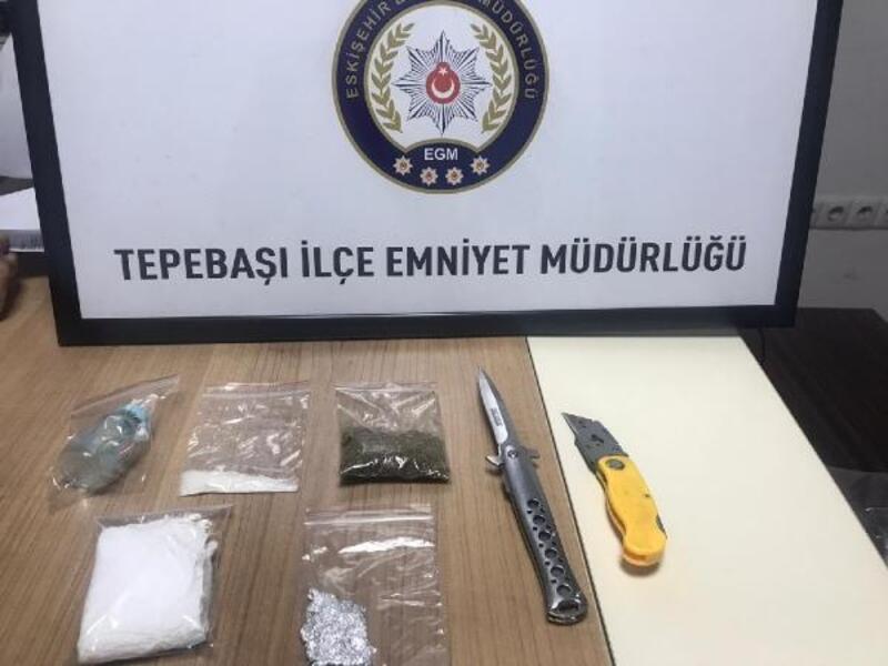 Polisten kaçan şüpheli de uyuşturucu ve bıçak ele geçirildi