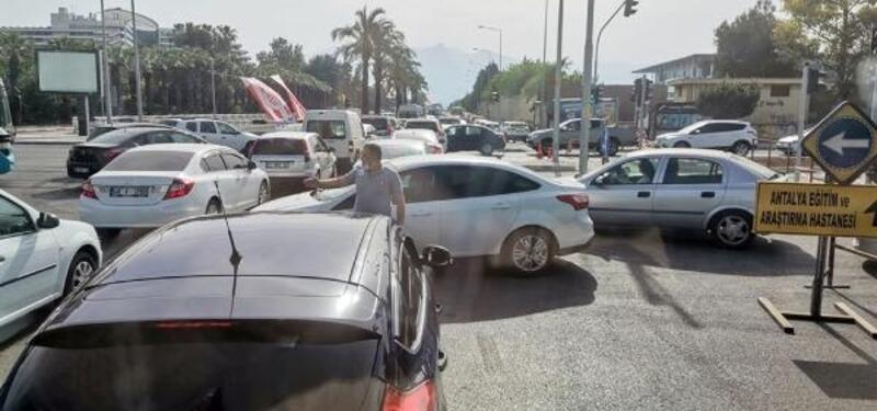 Antalya'da 'uygulama' kuyruğu