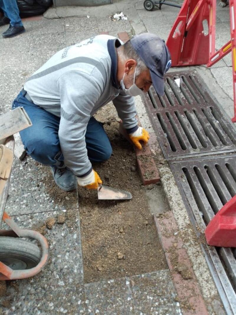 Bursa'da cadde ve sokaklarda onarım çalışması