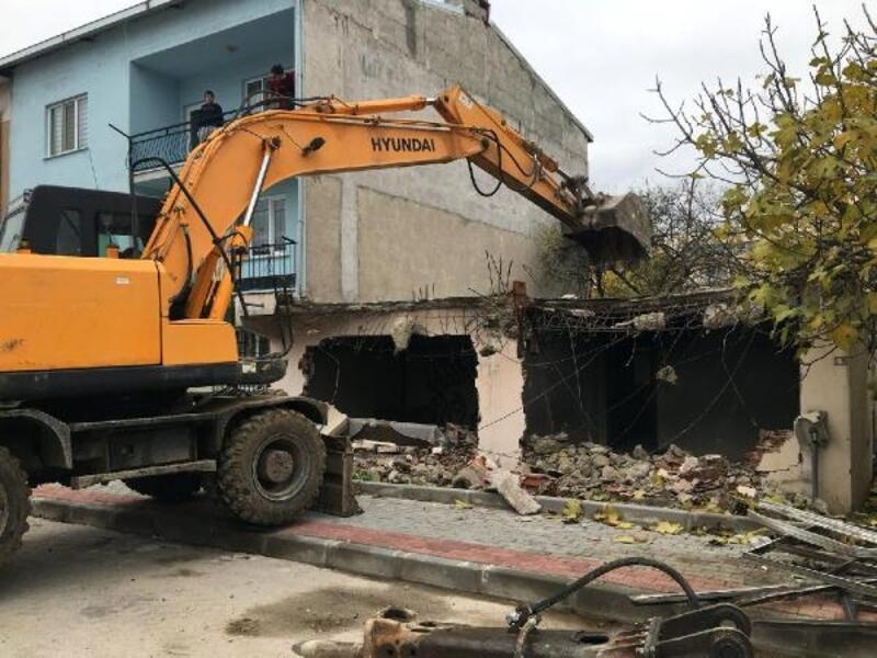 Osmangazi Belediyesi, 4 ayda 41 metruk binayı yıktı