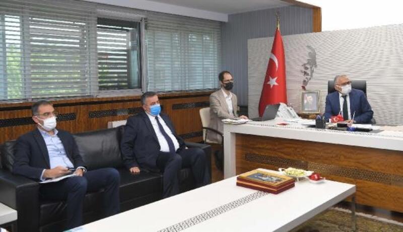 Başkan Büyükkılıç, daire başkanlarıyla toplantı gerçekleştirdi