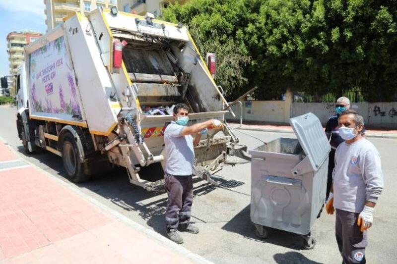 Çöp konteynerleri boyanıyor, yıkanıyor, dezenfekte ediliyor