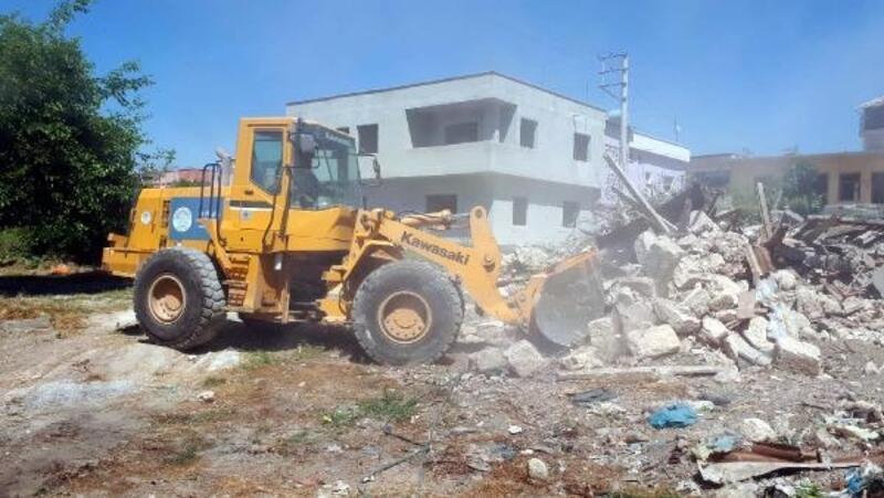 Akdeniz'de yol açma, metruk bina yıkımı, kaldırım yenileme çalışmaları