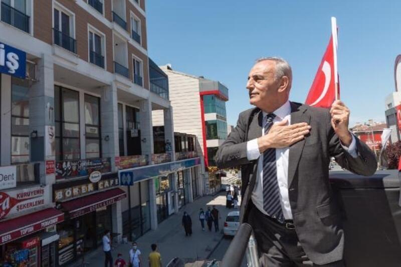 """""""Küçükçekmece'deki vatandaşlarımıza, 'Al bayrağını, çık balkona' dedik"""""""