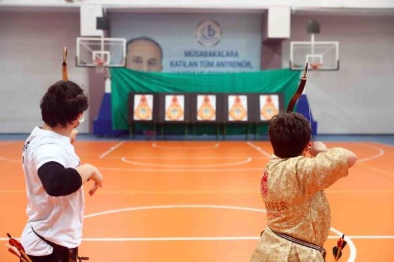 Geleneksel Türk Okçuluğu müsabakasında dereceye girenler ödüllendirildi