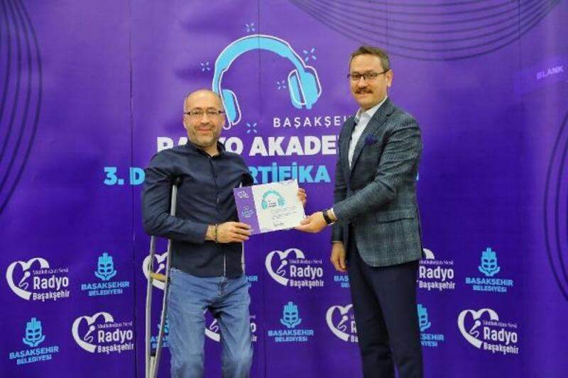 Başakşehir Radyo Akademi'nin üçüncü dönem mezunları sertifikalarını aldı