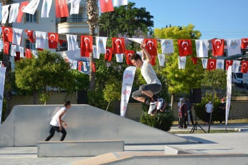 Mersin'de sporcu gençler için kaykay pisti