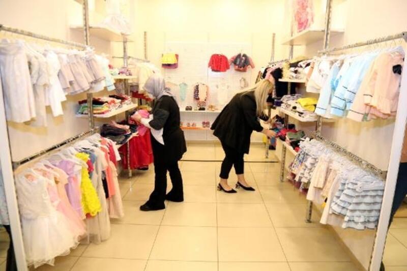 Şefkateli'nden ihtiyaç sahiplerine aylık 11 bin parça kıyafet