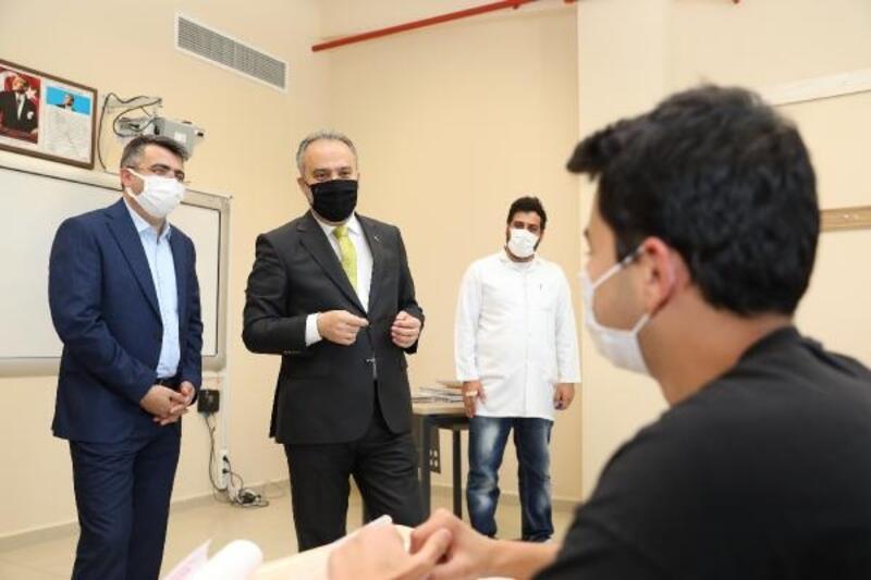Bursa Büyükşehir Belediyesi'nden üniversiteye hazırlananlara destek