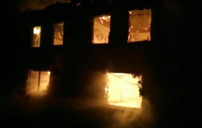 Bursa'da 2 katlı binada yangın