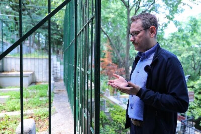 Başkan Kartoğlu, Necip Fazıl Kısakürek'i kabri başında andı