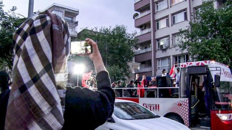 Fetih coşkusu gezici otobüsle Diyarbakır sokaklarında