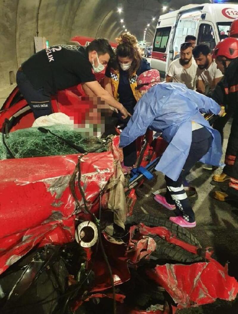 Tünelde takla atan otomobil sürücüsü ağır yaralandı