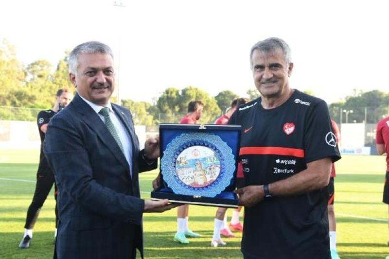 Valisi Yazıcı'dan, A Milli Futbol Takımı'nı ziyaret