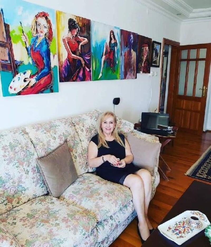 Antalyalı ressamın evi sanat galerisi gibi
