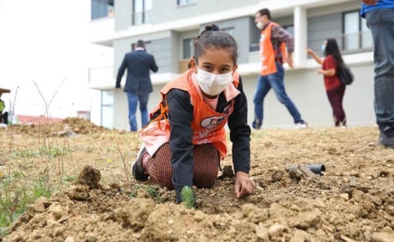Nilüfer'de genç fidanlar toprak ile buluştu