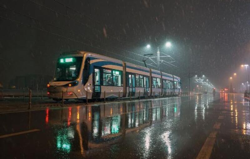 KOMEK öğrencilerinin çektiği tramvay fotoğrafları albüm haline getirildi